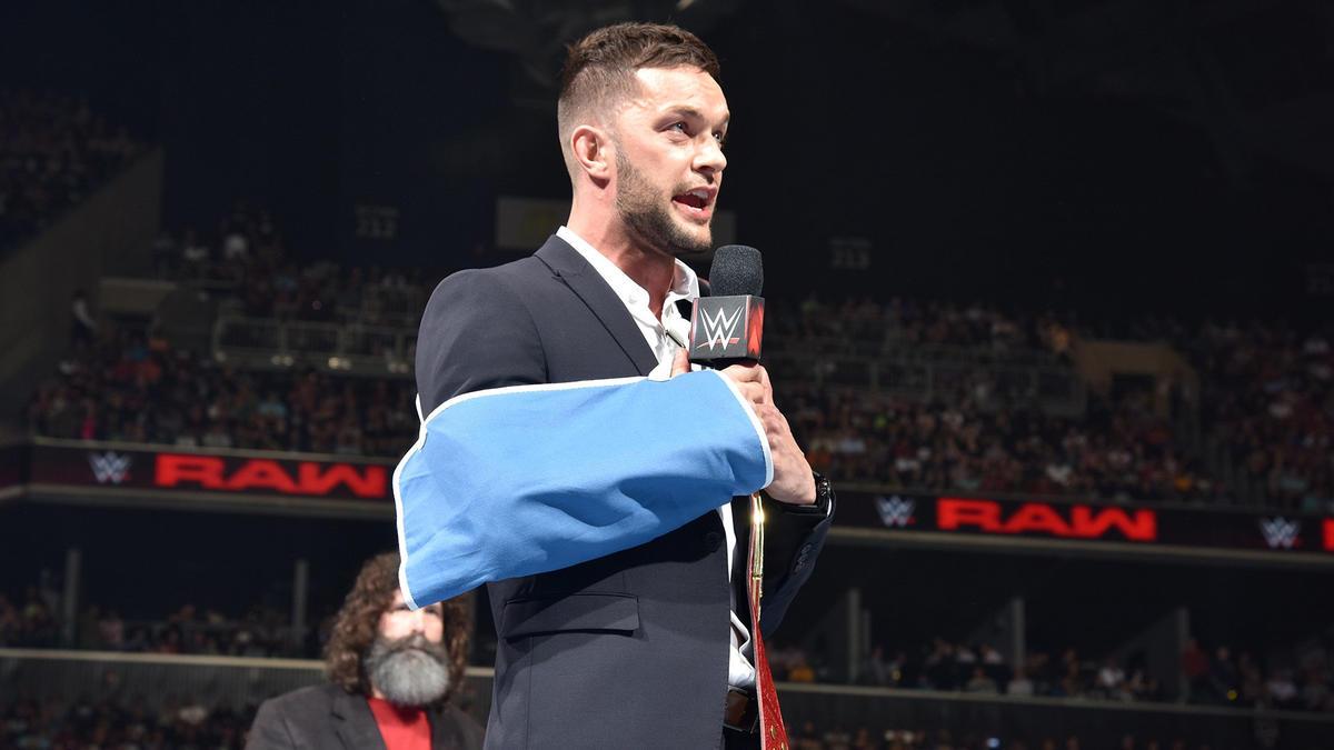 Finn Bálor deja vacante el Título Universal: fotos | WWE