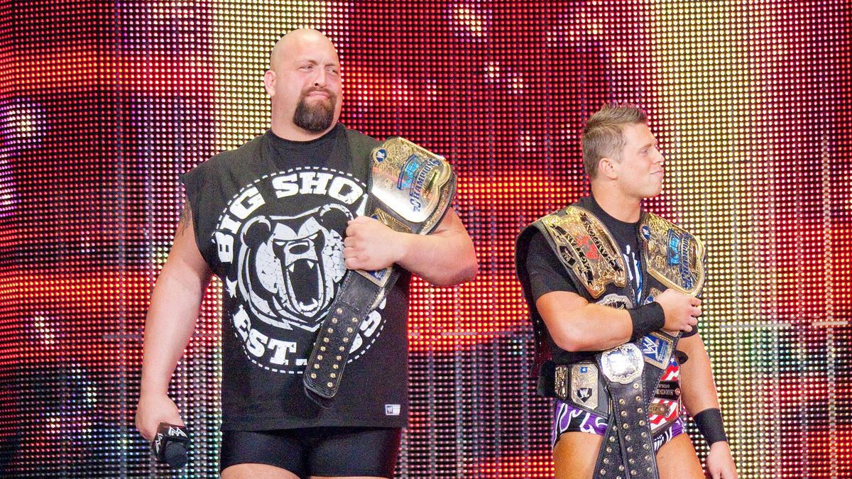 Superestrellas usando varios títulos: fotos | WWE