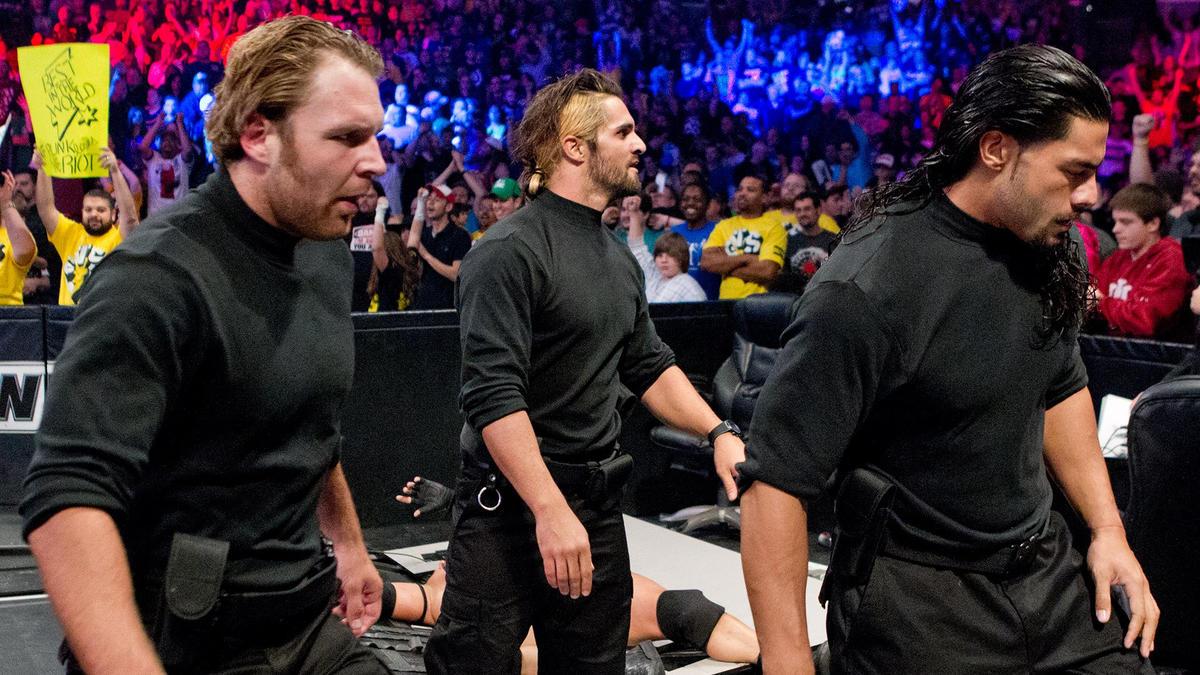 El impactante debut de The Shield: Survivor Series 2012   WWE