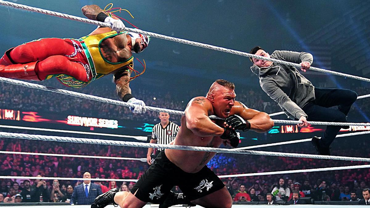 Rey Mysterio y su hijo machacan a Brock Lesnar con un 619 doble: Survivor Series 2019 | WWE