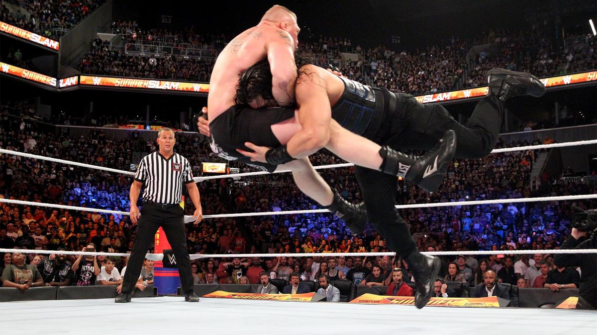 Brock Lesnar vs. Roman Reigns - Campeonato Universal: fotos | WWE