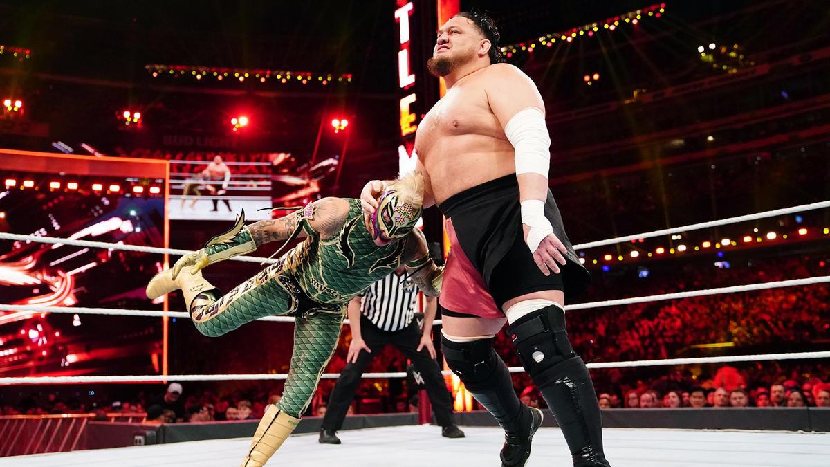 Campeón Estadounidense Samoa Joe der. Rey Mysterio | WWE