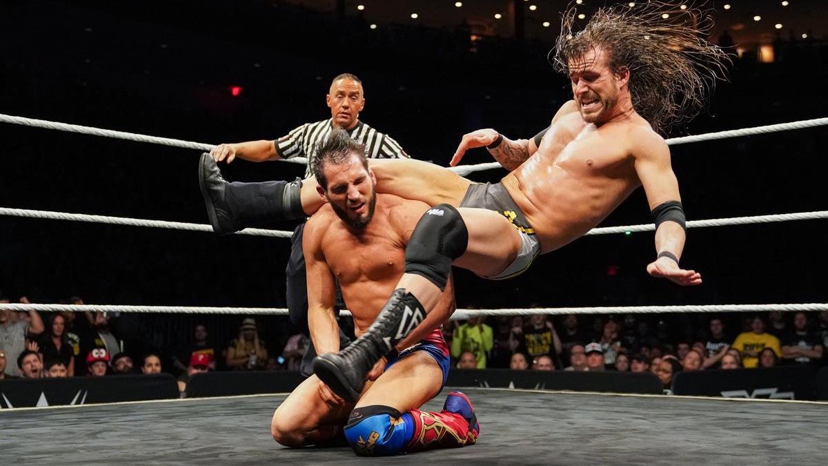 Adam Cole der. Johnny Gargano por el Campeonato de NXT | WWE