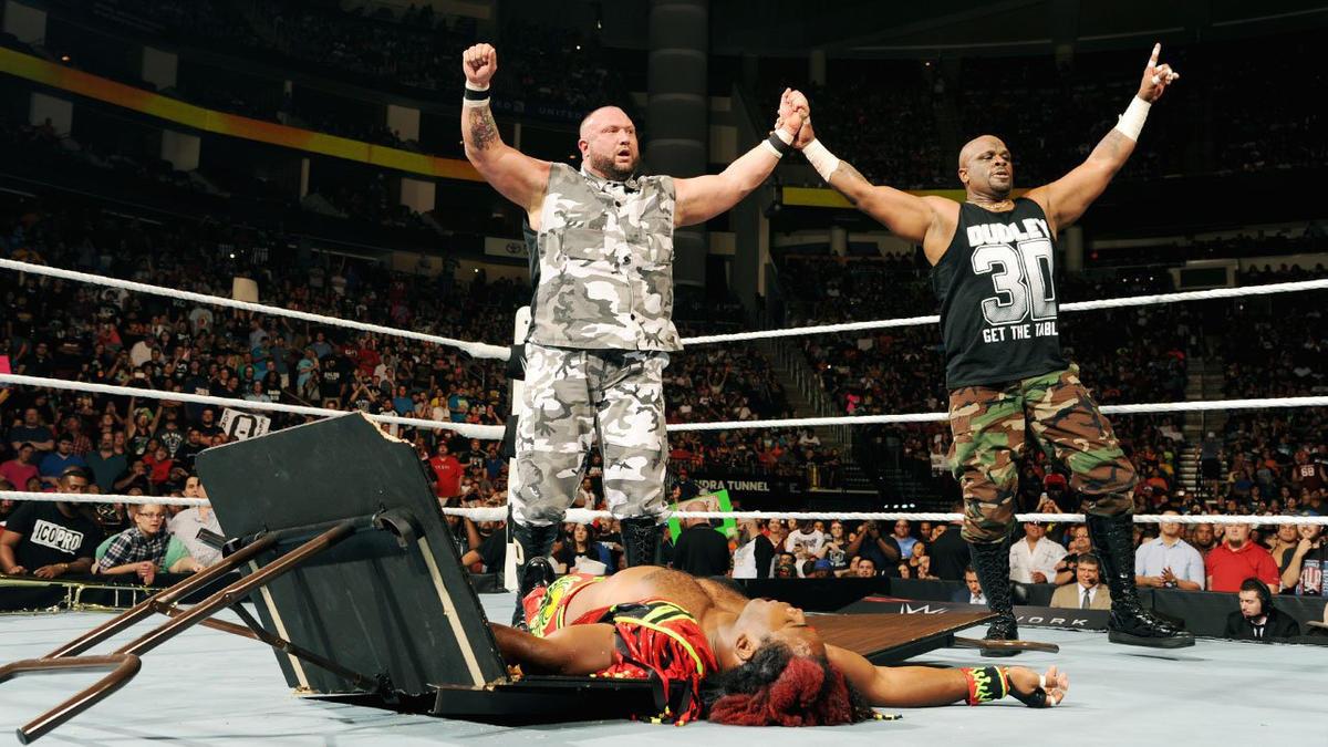 Los Dudley Boyz der. Campeones de Parejas WWE The New Day por descalificación | WWE
