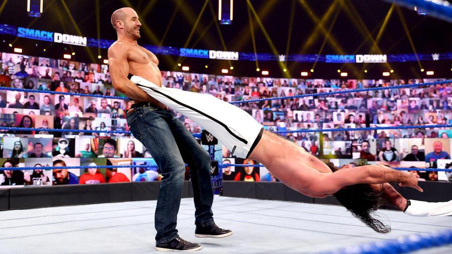 Cesaro reprende dolorosamente a Seth Rollins | WWE